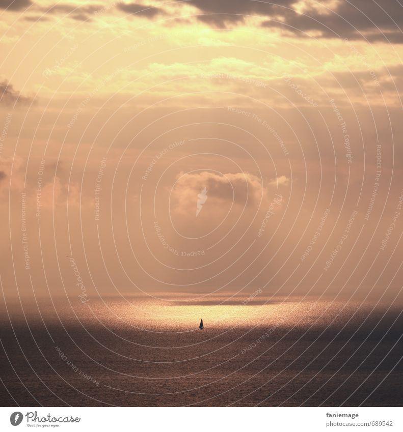 illuminatus Wasser Meer Einsamkeit Landschaft Wolken Küste hell Wasserfahrzeug Horizont träumen Wellen gold Idylle fantastisch Abenteuer geheimnisvoll