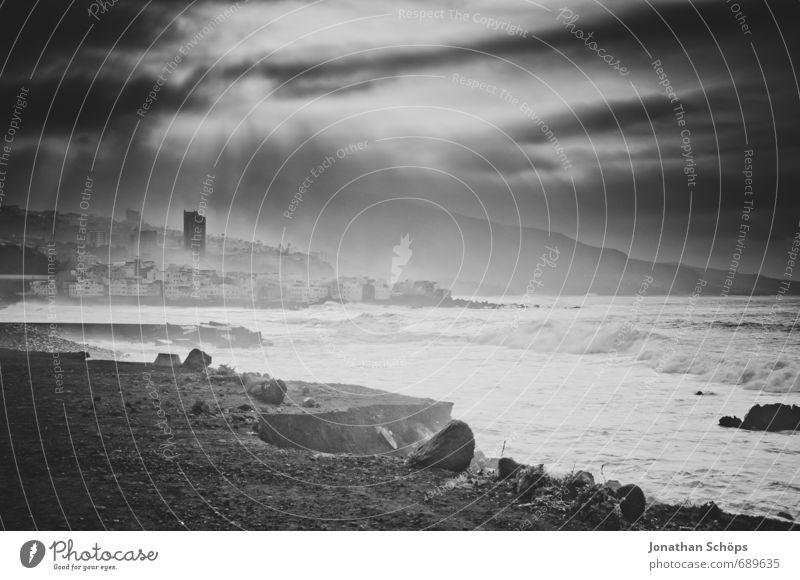 Puerto de la Cruz / Teneriffa XI Natur Stadt Wasser Meer Strand dunkel Umwelt Küste Wellen Hochhaus ästhetisch Insel bedrohlich Skyline Sturm Brandung