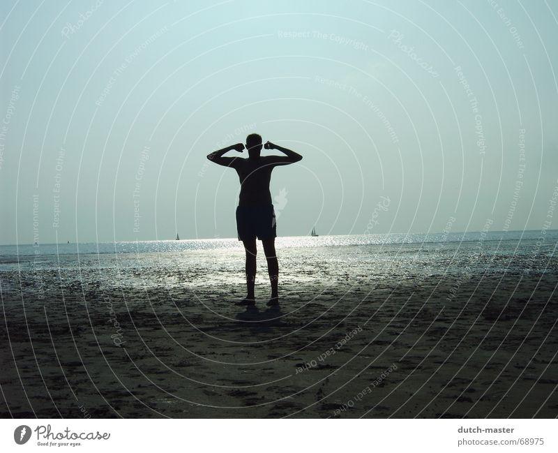 Hero Mann Wasser Sonne Meer Sommer Strand Ferien & Urlaub & Reisen dunkel Sand hell Perspektive Körperhaltung Held Muskulatur Segelboot Niederlande