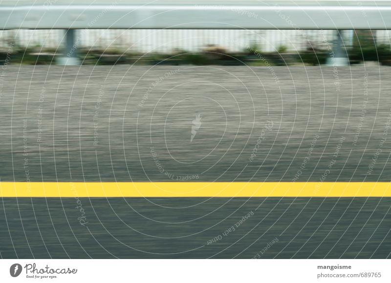 vorbei am standtreifen. Ferien & Urlaub & Reisen Stadt gelb grau PKW gold Verkehr Ordnung Energiewirtschaft Geschwindigkeit Beton Ausflug fahren