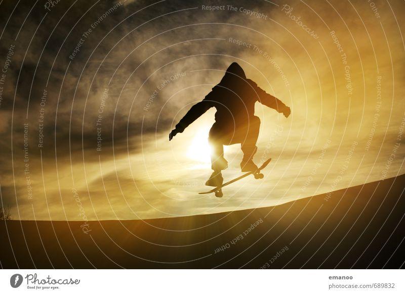 Ollie Lifestyle Stil Freude Freizeit & Hobby Sport Halfpipe Mensch Junger Mann Jugendliche Körper 1 Himmel Wolken Sonne Bewegung fahren springen Coolness trendy