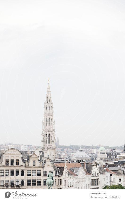 die beige stadt. Ferien & Urlaub & Reisen Architektur Europa Kirche Dach Bauwerk Skyline Dom Erwartung Altstadt Politik & Staat Marktplatz Städtereise Rathaus