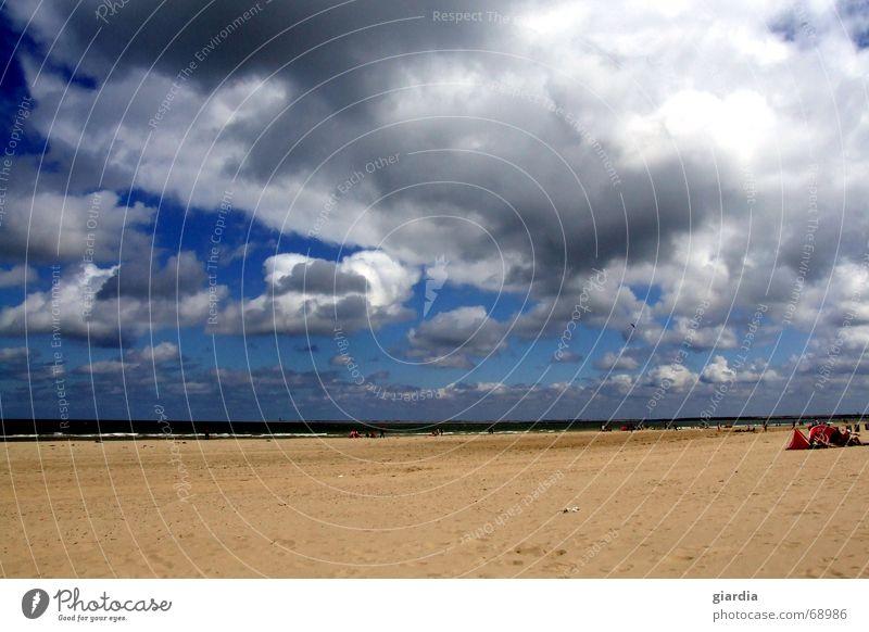 Wolkenreich Mensch Wasser Himmel Meer blau Sommer Strand Wolken Ferne Farbe Sand Wind Horizont tief Brise
