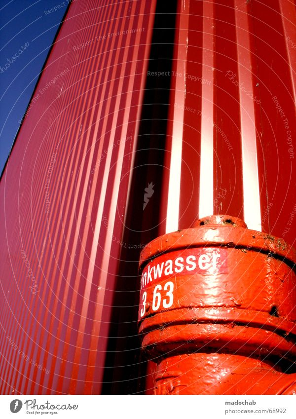 DIE ROTE PHASE | red wall colours colors farben bunt sommer blau rot Sommer Farbe hell Lagerhalle positiv Respekt schick Warnhinweis Lager sehr wenige Signal magenta Hydrant