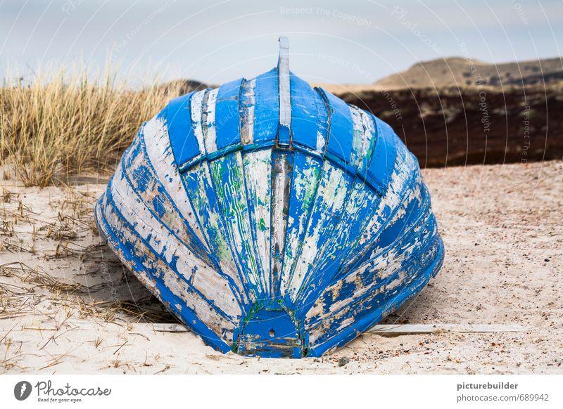 Blaues Boot kieloben Natur - ein lizenzfreies Stock Foto