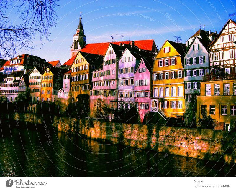 Tübingen am Neckar Stadt blau grün schön Sommer Wasser weiß rot Wolken Haus Fenster gelb Mauer Stein Fassade rosa