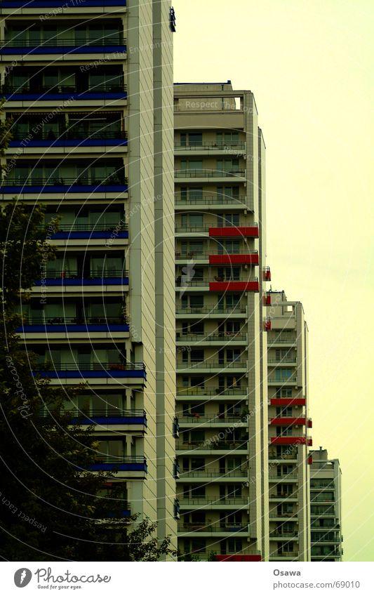 schöner wohnen 01 Haus Berlin Fenster Glas Hochhaus hoch Fassade modern Balkon DDR Plattenbau Berlin-Mitte Leipziger Straße