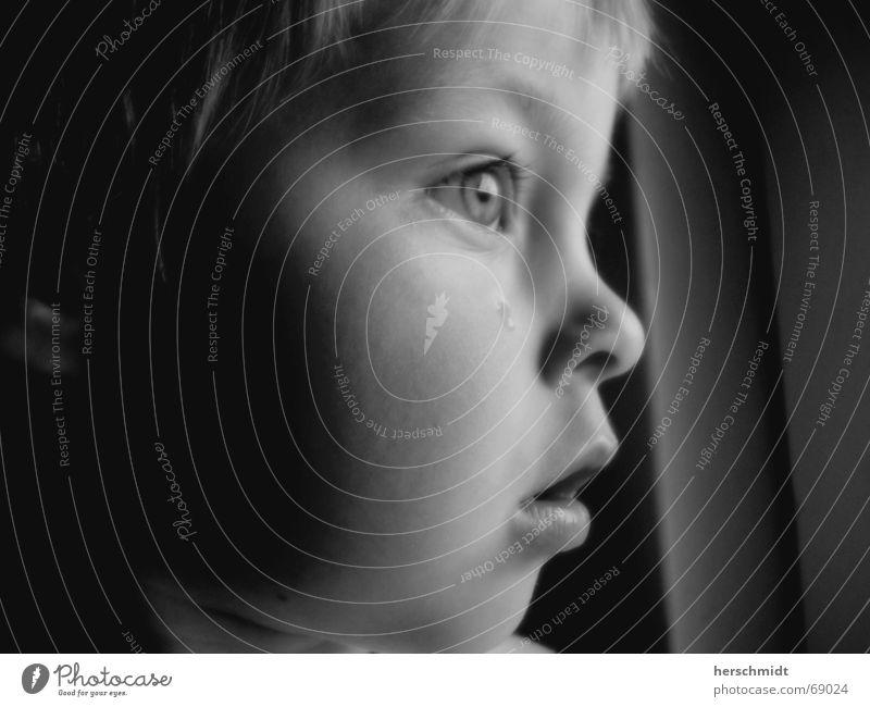 Träne Kind Wange Kinn Stirn Trauer erschrecken erstaunt Denken Enttäuschung schwarz weiß Junge Gesicht Auge Nase Mund Haare & Frisuren Ohr Tränen Blick weinen