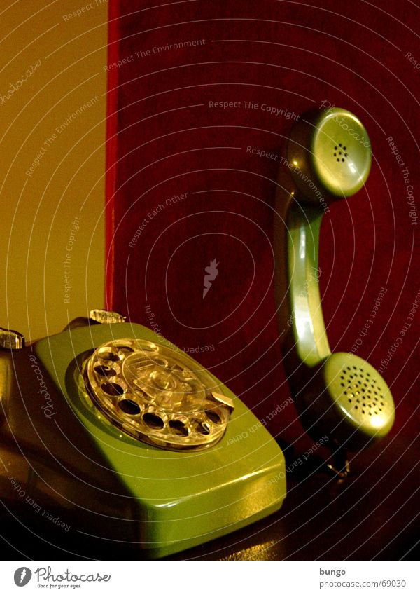 nulla adiuncta alt grün rot ruhig sprechen Stil Traurigkeit Telefon Trauer Ohr Kommunizieren hören analog Tapete Vergangenheit Publikum