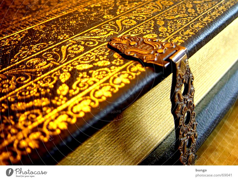 """""""Ego sum... Buch lesen Erholung Freizeit & Hobby gold Schnörkel Leder Bibel Altes Testament Religion & Glaube Götter Christentum Muster Ornament regelmässig"""