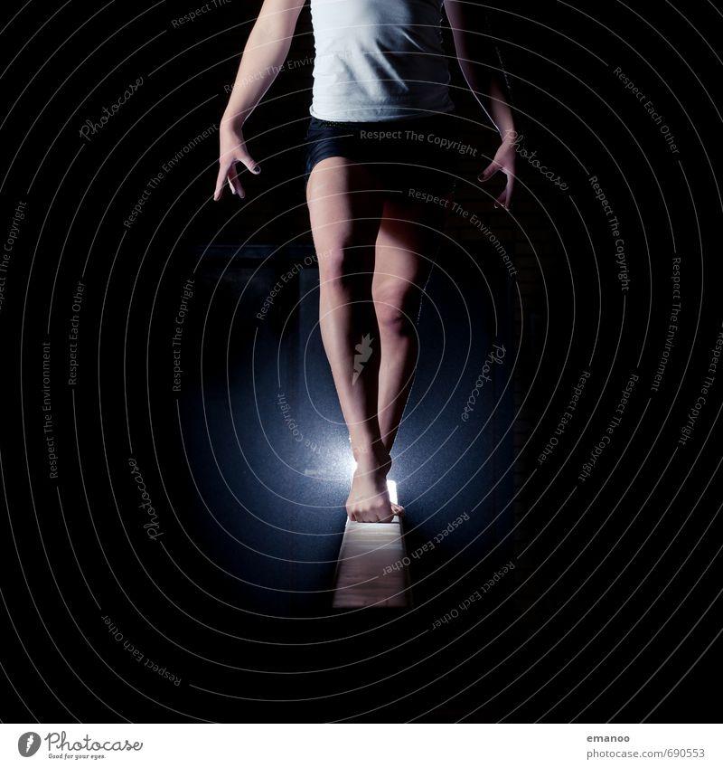 balance beam Mensch Jugendliche Junge Frau Freude dunkel feminin Sport Stil Beine Fuß Körper Kraft stehen Tanzen ästhetisch Fitness