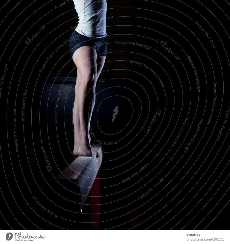 Balkenmädchen Mensch Frau Jugendliche Junge Frau schwarz dunkel Erwachsene feminin Sport Stil Beine Fuß Körper stehen Tanzen ästhetisch