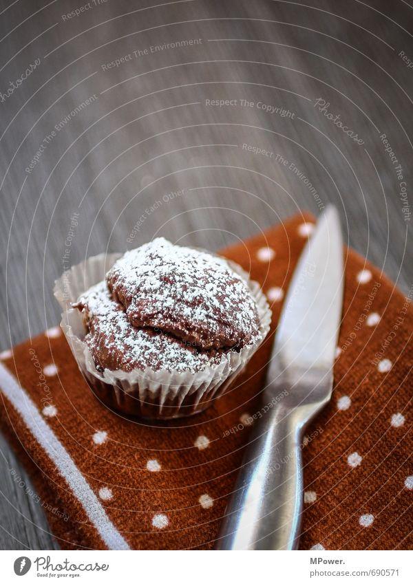 muffin 202 Lebensmittel Süßwaren Schokolade Ernährung Bioprodukte Duft Essen Muffin Messer Puderzucker Tuch Punkt Holzfußboden grau braun frisch lecker schön