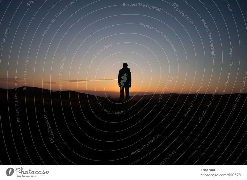 abends alleine Mensch Himmel Natur Ferien & Urlaub & Reisen Mann blau Einsamkeit Erholung Landschaft ruhig Freude Ferne schwarz Erwachsene Gefühle Freiheit