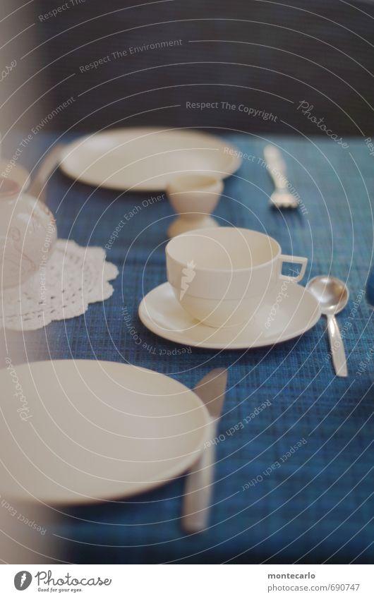 70ies style Frühstück Camping Dekoration & Verzierung Tisch Wohnwagen Geschirr Tischwäsche Kunststoff alt dünn Kitsch retro blau weiß Farbfoto mehrfarbig