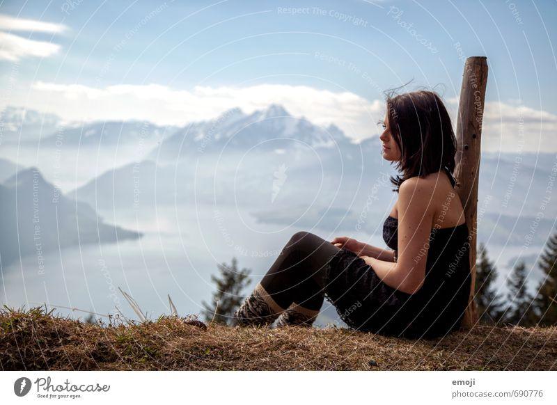 hoch hinauf feminin Junge Frau Jugendliche 1 Mensch 18-30 Jahre Erwachsene Umwelt Natur Landschaft Alpen Berge u. Gebirge wandern Tourismus Ausflug Aussicht