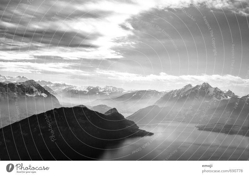 dreamy Umwelt Natur Landschaft Himmel Alpen Berge u. Gebirge Gipfel außergewöhnlich bedrohlich Schwarzweißfoto Außenaufnahme Luftaufnahme Menschenleer Tag
