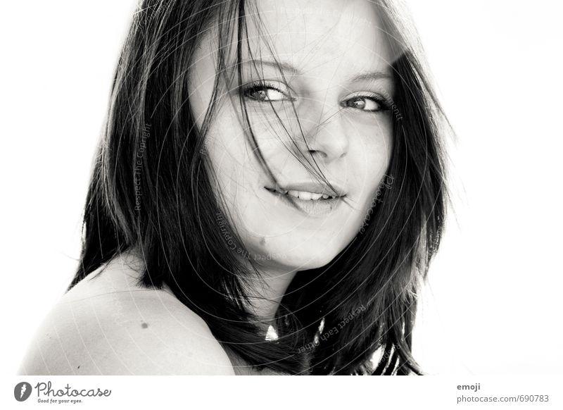 Vorspann Mensch Jugendliche schön Junge Frau 18-30 Jahre Gesicht Erwachsene feminin Haare & Frisuren natürlich Lächeln brünett positiv schwarzhaarig kurzhaarig