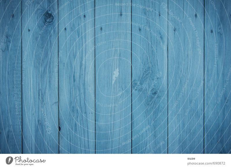 Manchmal haut die Realität der Hoffnung voll in die Fresse Mauer Wand Fassade Holz Linie Streifen authentisch einfach kalt trist trocken blau Farbe Zaun