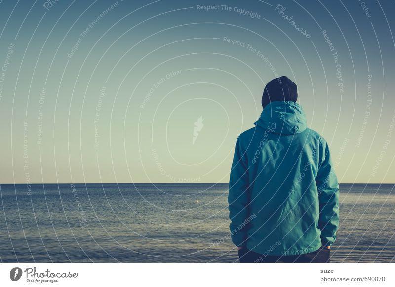 Das große Blau Mensch Himmel Jugendliche Ferien & Urlaub & Reisen blau Meer Einsamkeit 18-30 Jahre Junger Mann kalt Erwachsene Umwelt Küste Zeit Horizont