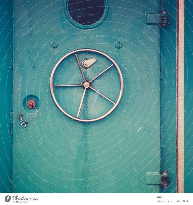 Dreh und trink Tür Schifffahrt Fähre Wasserfahrzeug Bullauge Metall Stahl einfach kalt rund blau Sicherheit Schutz gefährlich geschlossen Wand wasserdicht