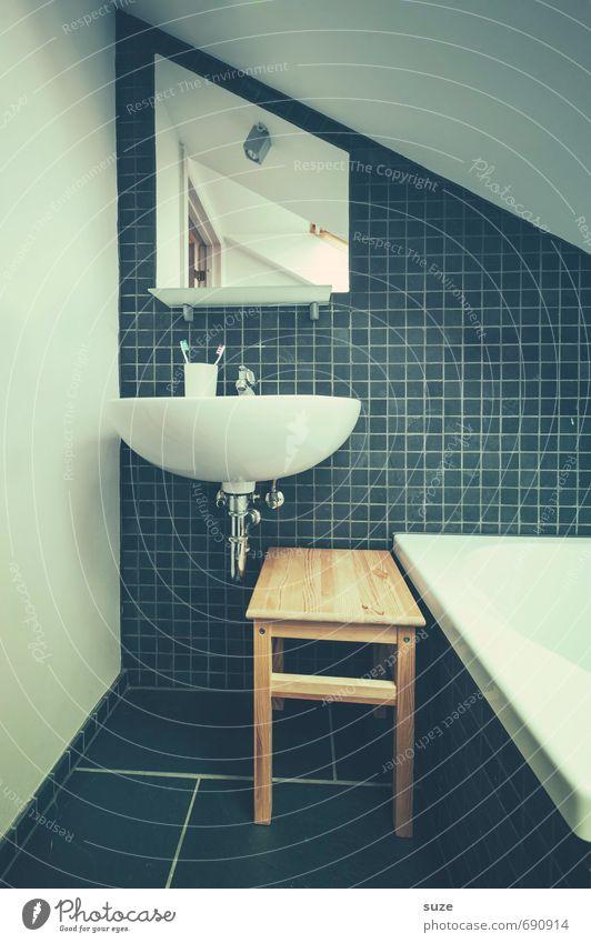 Heute Morgen Lifestyle Stil Design Häusliches Leben Wohnung einrichten Innenarchitektur Dekoration & Verzierung Möbel Spiegel Badewanne Raum Zahnbürste