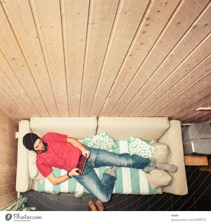Home Office Mensch Jugendliche Mann 18-30 Jahre Junger Mann Erwachsene Stil Mode liegen Freizeit & Hobby Wohnung maskulin Lifestyle Musik Häusliches Leben Design