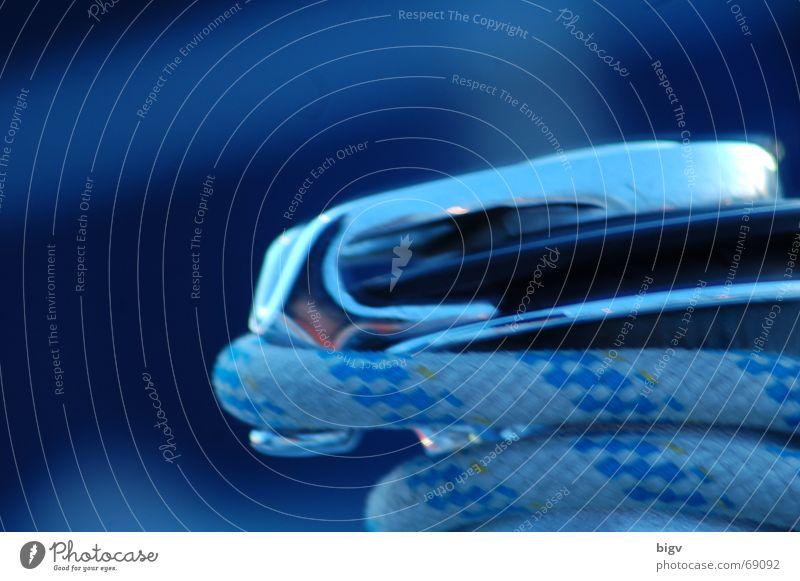 Winsch blau Wasserfahrzeug Kraft Metall Seil Segeln Schifffahrt Kreuzfahrt geschwungen