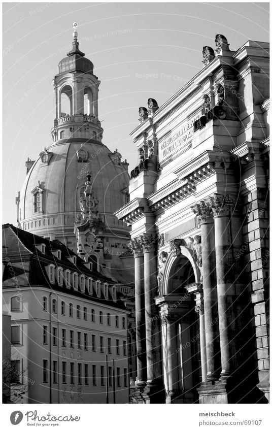dresden city Gebäude Dresden Haus Torbogen Frauenkirche schwarz weis Glockenturm Altstadt