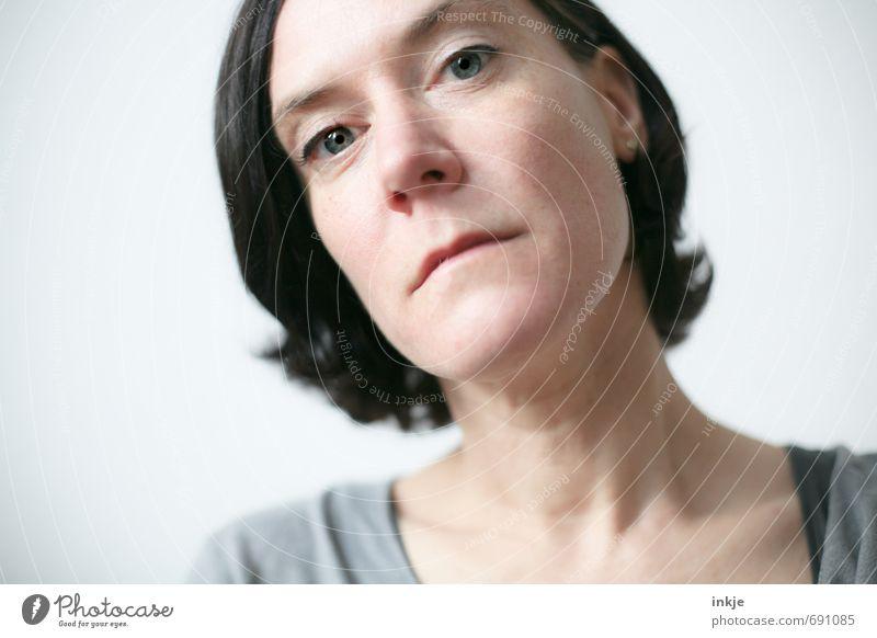 ? Mensch Frau Gesicht Erwachsene Leben Gefühle feminin Stil Haare & Frisuren hell Stimmung authentisch Kommunizieren Neugier Konzentration nah