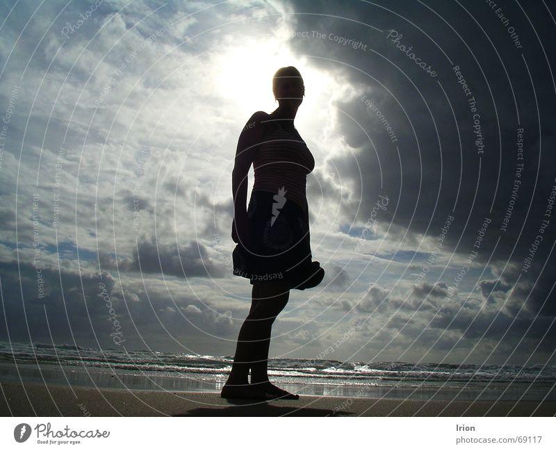 Licht und Schatten Strand Wolken Meer bedrohlich dunkel Sonne Himmel Stimmung Kontrast