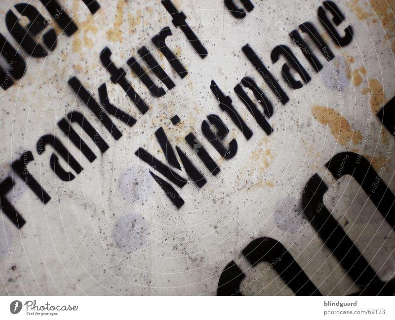 Mich kann man mieten dreckig Abdeckung Aufschrift Frankfurt am Main Buchstaben Zeltplane zudecken planlos käuflich Miete mietplane lastwagenplane Schutz