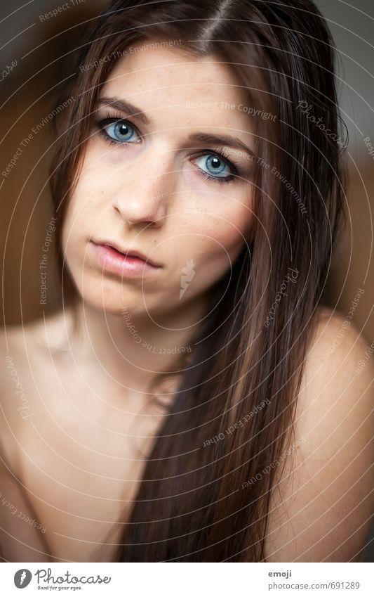 raw VI feminin Junge Frau Jugendliche Gesicht 1 Mensch 18-30 Jahre Erwachsene brünett langhaarig schön nackt Traurigkeit Sehnsucht Farbfoto Innenaufnahme Tag