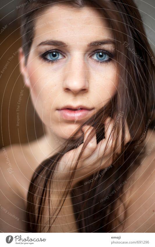 raw III feminin Junge Frau Jugendliche Gesicht 1 Mensch 18-30 Jahre Erwachsene brünett langhaarig schön Farbfoto Innenaufnahme Tag Schwache Tiefenschärfe