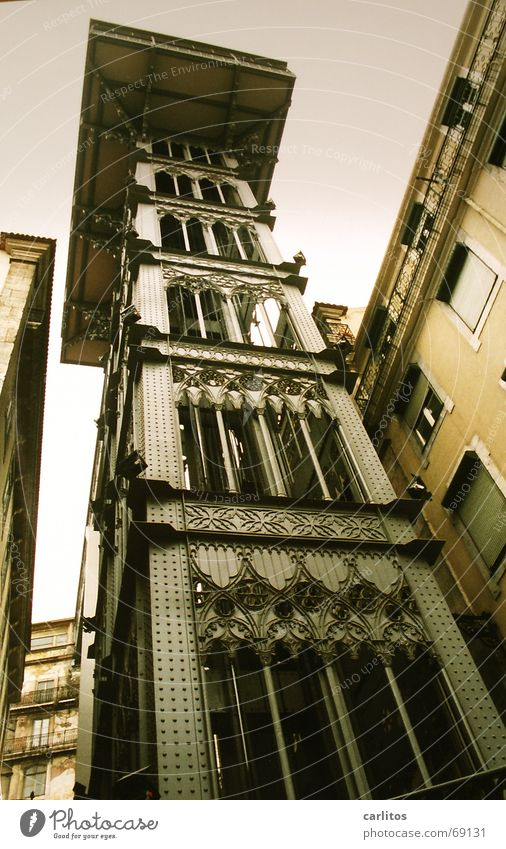 Elevador de Santa Justa verrückt aufwärts Fahrstuhl abwärts Portugal Lissabon Altstadt Elevador de Santa Justa