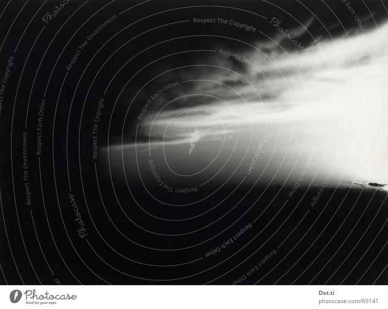 dramorama Umwelt Natur Urelemente Himmel Wolken Gewitterwolken Horizont Wetter Unwetter Wind Sturm bedrohlich dunkel gefährlich Endzeitstimmung Klima