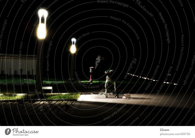Bauchschuss/LZB Mann Straße stehen liegen Langzeitbelichtung Geister u. Gespenster Schuss biegen