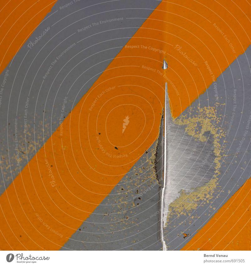 Vollzeitstelle Boden grau orange silber Blech Abnutzung durchscheinend glänzend Schutz Warnhinweis Neigung Markierungslinie Schilder & Markierungen Lack unten