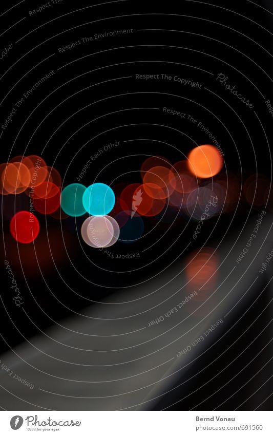 fluchtlicht Richtung Unschärfe Lampe Straßenbeleuchtung Kreis Nacht Stadt Licht Lichterscheinung schwarz mehrfarbig Blech Wasser Reflexion & Spiegelung Ampel