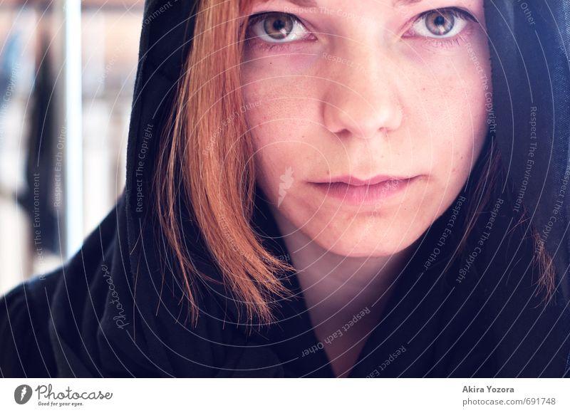 . Junge Frau Jugendliche Gesicht 1 Mensch 18-30 Jahre Erwachsene Bekleidung Stoff rothaarig Blick orange schwarz weiß Glaube Farbfoto Innenaufnahme