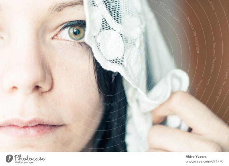 Nur ein kurzer Augenblick Haare & Frisuren Haut Gesicht feminin Junge Frau Jugendliche Leben 1 Mensch 18-30 Jahre Erwachsene Tuch schwarzhaarig langhaarig
