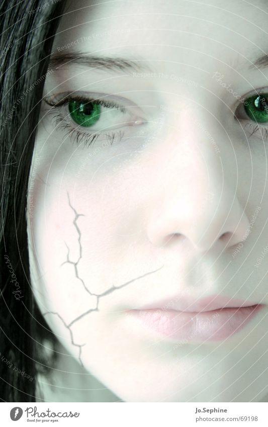 visage de fragment Mensch Jugendliche grün schön Gesicht Erwachsene Junge Frau Gefühle 18-30 Jahre träumen kaputt zart ausdruckslos brünett Riss gebrochen