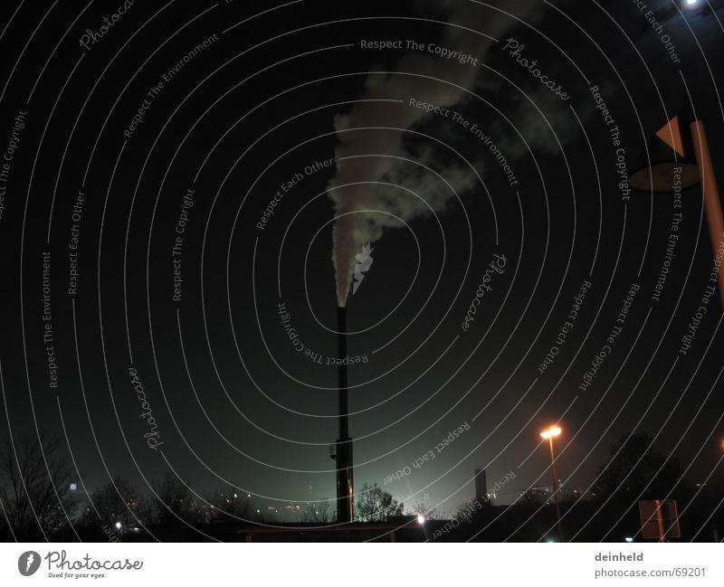 Nächtlicher Rauch blau Nebel Abgas Schornstein Abenddämmerung Stromkraftwerke