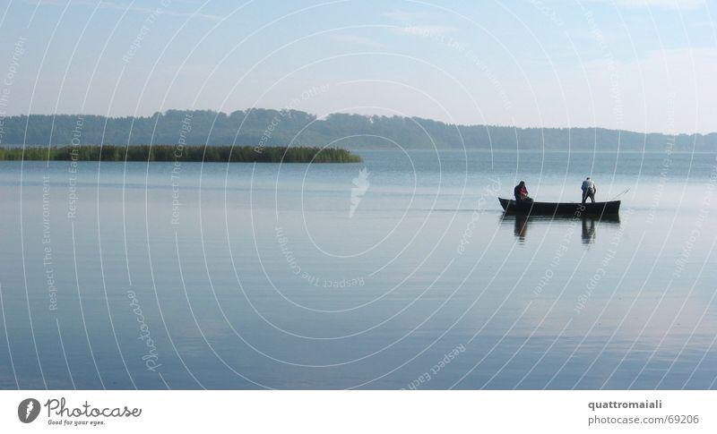 Fischer am Schaalsee Natur ruhig See Romantik Angeln Angler Ruderboot Wasserfahrzeug Feierabend Binnensee