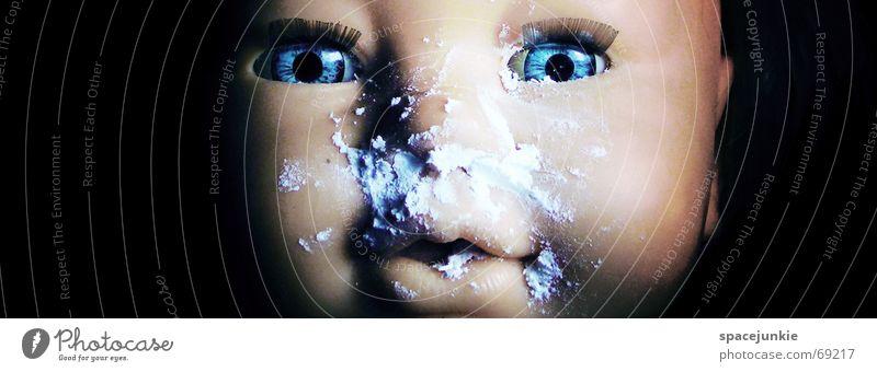 Zuckerpüppchen Spielzeug Puderzucker schwarz Porträt Kokain Puppe Detailaufnahme Auge blau Mund