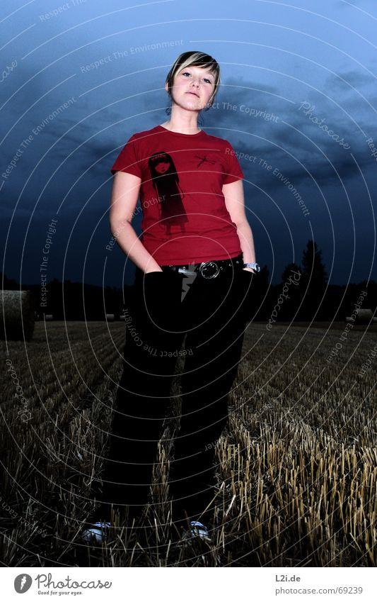 IN:FRONT:OF:A:STORM Frau Himmel Natur blau rot Wolken Ferne Auge dunkel Freiheit Haare & Frisuren Stimmung Schuhe Feld Mund Nase