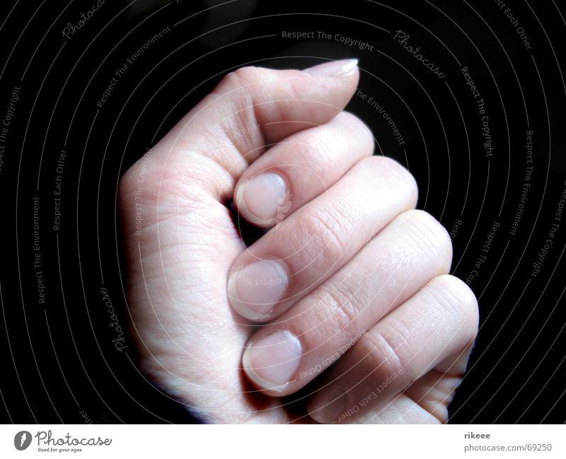 secret in my hands... Mensch Hand schwarz hell Kraft Arme geschlossen Finger geheimnisvoll Daumen Fingernagel Nagel Faust Zeigefinger Mittelfinger