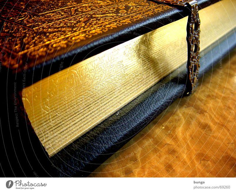 ... via Buch lesen Erholung Freizeit & Hobby gold Schnörkel Leder Bibel Altes Testament Religion & Glaube Götter Christentum Muster Ornament regelmässig Inhalt