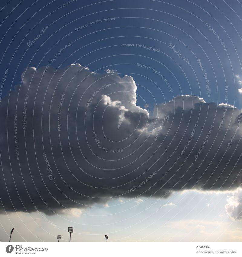 Abstiegsgespenst Sportstätten Stadion Himmel Wolken Gewitterwolken Bochum Flutlicht Mast Endzeitstimmung bedrohlich Hoffnung Farbfoto Außenaufnahme
