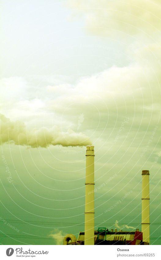 Kraftwerk grün Smog Wolken Stromkraftwerke Schornstein Rauch Wasserdampf Himmel